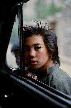 Child portrait by Steve McCurry.