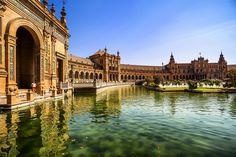 Spanish Square in Sevilla, Spain. (*Shutterstock)