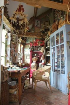 what a pretty sewing room