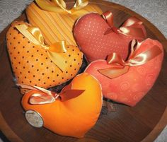 Primitive Autumn HEART Bowl Fillers Heart Tucks HALLOWEEN Orange Ornaments #NaivePrimitive #artist