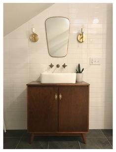 Modern Vintage Bathroom, Mid Century Modern Bathroom, Retro Bathrooms, Modern Bathroom Decor, Bathroom Interior, Small Bathroom, Master Bathroom, Mid Century Bathroom Vanity, Modern Bathtub