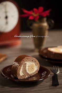 Banana-vanilla pudding cream roll