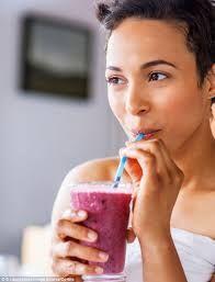 Afbeeldingsresultaat voor healthy people + smoothie