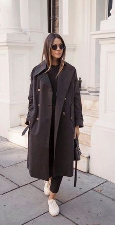 30 minimalistic outfit ideas for fall - Moda Femminile Minimalist Outfit, Minimalist Fashion, Fall Winter Outfits, Autumn Winter Fashion, Winter Clothes, Fashion Spring, Vogue Fashion, Miami Fashion, Gold Fashion