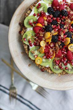 Granola Yogurt Fruit Tart | HonestlyYUM