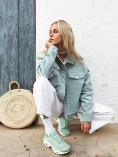 11 Sneaker Trends We're Betting On Big In Mint Green Fashion, Mint Green Outfits, Mint Green Jeans, Mint Green Shoes, White Jeans, Green Jacket Outfit, Jean Jacket Outfits, Mint Shoes Outfit, Colors