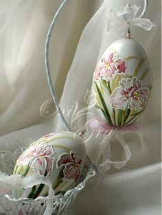 Easter Eggs - ideas from the Internet Egg Crafts, Easter Crafts, Diy And Crafts, Decoupage, Egg Shell Art, Carved Eggs, Egg Designs, Faberge Eggs, Egg Art