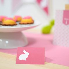 Geen buffettafel zonder roze buffetkaartjes met een schattig konijntje! #communie #babyborrel #buffet #party #beaublue