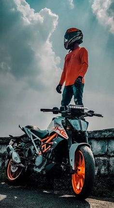 Duke Bike, Duke Motorcycle, Biker Photoshoot, Mens Photoshoot Poses, Bike Pic, Bike Photo, Biker Photography, Boy Photography Poses, Ktm Super Duke