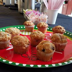 Bright and early with coffee and muffins !! @shopmallofnh  #gloriajeanscoffee #santa #kidgits #coffeeaddict #coffee