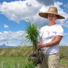 From a degree in history to a passionate love for agriculture, Igiea Adami tells her story – explaining how she grows and harvests her very own rice and much more.