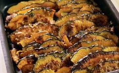 Foto: Crédito GNT  Ingredientes 1 abóbora japonesa (Hokkaido) média 2 colheres de sopa de óleo de coco ½ colher de chá de sal marinho Coco ralado seco à gosto  Modo de preparo Pré-aqueça o forno a 200º C. Lave a abóbora e corte em pedaços finos (com a  casca). Misture a abóbora com o sal, o óleo e o coco numa tigela. Passe a  abóbora para uma assadeira ou pirex, leve ao forno e asse por 30 minutos ou  até ficar macia.  Bom apetite!!  Rendimento: 8 a10 porções Tempo: 40 minutos Nível de…
