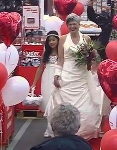 #Trouwen in de Mediamarkt? Je bent toch niet gek?! Wat vindt jij ervan? #liefde #trouwen http://www.flairathome.nl/magazines/video/trouwen-in-de-mediamarkt/