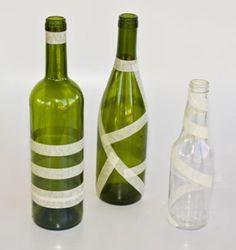 Alterations: Spectacular vases of glass jars and bottles Wine Bottle Art, Plastic Bottle Crafts, Painted Wine Bottles, Diy Bottle, Wine Bottle Crafts, Jar Crafts, Bottle Painting, Bottle Design, Free Images