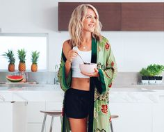 Ultimate girl crush/Aussie fitnessista Lorna Jane Clarkson's 6 tips to up your nourishment game + the banana toffee pre-workout smoothie she swears by!