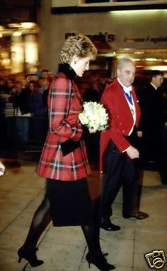 Barnardos Charity Champion Children Awards, Dorchester Hotel, London, Britain - Nov 1993 Princess diana Nov 1993