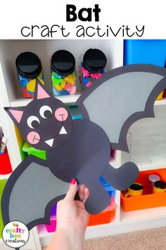 If you are looking for an easy bat craft for kids! The templates are easy to use and preschool and kindergarten students will love them. They will make a great Halloween themed bulletin board! Are you reading the book, Halloween Arts And Crafts, Halloween Crafts For Toddlers, Toddler Halloween, Halloween Crafts For Kids, Toddler Crafts, Halloween Fun, Preschool Halloween, Holiday Crafts, Kindergarten Crafts