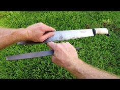 How to Sharpen a Machete: 5 Most Effective Ways Best Sharpening Stone, Blade Sharpening, Best Knife Sharpener, Deer Hunting, Survival Skills, Bushcraft, Swords, Campers, Knives