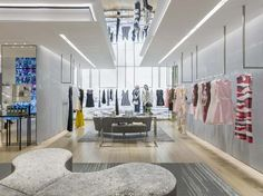 Dior Store by Peter Marino, Mexico City – Mexico Shop Interior Design, Retail Design, Store Design, Interior Ideas, Boutique Dior, Boutique Design, Visual Merchandising, Dior Store, Shop House Plans