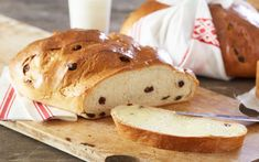 Traditional cake/bread since the Bronze Age filled with candied fruits (optional) and raisins. Christmas Treats, Christmas Cookies, Candied Fruit, Traditional Cakes, Recipe Boards, Raisin, Food And Drink, Sweets, Baking