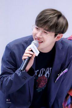 Wanna-One - Kim Jaehwan Jaehwan Wanna One, Lean On Me, Kim Jaehwan, Ha Sungwoon, Bts And Exo, Fans Cafe, Seong, Ji Sung, Man Crush
