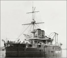 Vintage photographs of battleships, battlecruisers and cruisers.: November 2013