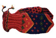Satakunnan värikkäät perinnelapaset sopivat niin miesten kuin naisten käteen.