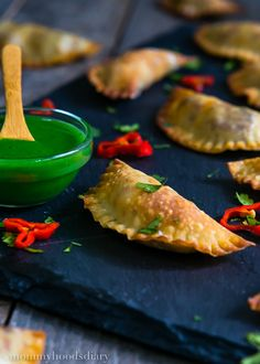 This Mini Spicy Pork Chorizo Empanadas recipes delivers the most scrumptious and flavorful empanadas you& ever try. You won't be able to eat just one. Pork Recipes For Dinner, Mexican Dinner Recipes, Mexican Dishes, Mexican Food Recipes, Appetizer Recipes, Appetizers, Mexican Party, Beef Empanadas, Empanadas Recipe