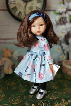 Bábika Carol v modrých šatách