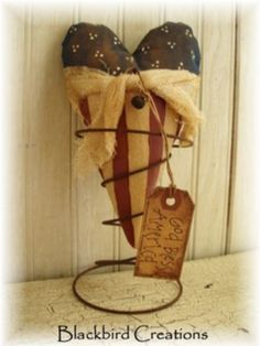 Americana Heart in Rusty Spring Nodder Americana Home Decor, Americana Crafts, Patriotic Crafts, Patriotic Decorations, July Crafts, Primitive Crafts, Crafts To Make, Bed Spring Crafts, Spring Projects