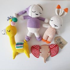 Örgü Bebek Yelek Robası Modelleri ve Yapılışları Loom Knitting, Dinosaur Stuffed Animal, Toys, Crafts, Craft Ideas, Animals, Wool Hats, Caps Hats, Baby Vest