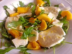 Mozzarella with Mango and Arugula from Sivi Clean Eating, Healthy Eating, Cooking Recipes, Healthy Recipes, Recipes From Heaven, Appetizer Recipes, Appetizers, I Foods, Food Inspiration
