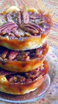 Mini Chocolate Pecan Pies, thanks to Oh NUTS! A wonderful little bite sized version of the Southern classic (ZINGED up with CHOCOLATE! So easy and delicious, would make a great addition to any New Orleans themed Super Bowl Party! Brownie Desserts, Mini Desserts, Just Desserts, Delicious Desserts, Yummy Food, Pie Dessert, Eat Dessert First, Scones, Pie Recipes