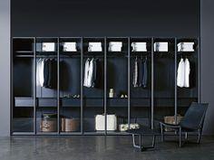 Closet. Designer: Piero Lissoni / Porro.