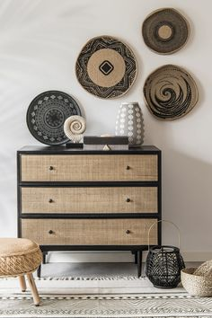 Many householders pay little consideration to rattan furnishings at shops as a result of they underestimate the strengths of rattan. Ratan Furniture, Diy Furniture, Furniture Outlet, Accent Furniture, Discount Furniture, Rattan Stool, Diy Home Decor, Room Decor, Modern Dresser