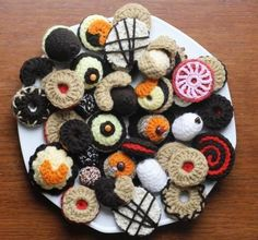Crocheted Czech Christmas Cookies – Last Forever! Crochet Cake, Crochet Food, Love Crochet, Crochet For Kids, Crochet Crafts, Yarn Crafts, Crochet Projects, Knit Crochet, Crocheted Toys
