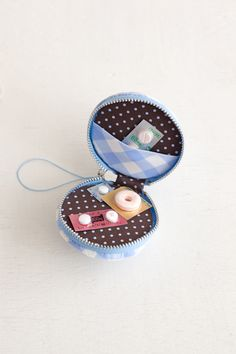 マカロン形のコインケースは、お薬の携帯用に使っても◎。/ハンドメイドがもっと楽しくなるソーインググッズ(「はんど&はあと」2013年2月号)