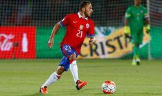 Ricardo Gareca, técnico de la selección de Perú, habría trabajado especialmente con el plantel para detener y quitarle espacio al exjugador de Universidad de Chile. Octubre 13, 2015.