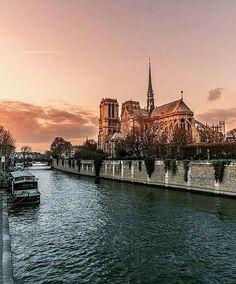 Under Paris pink sky…