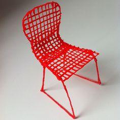 Hand-made mini chair created using printing pen & filament. Simple and elegant design. 3d Drawing Pen, 3d Drawings, 3d Doodle Pen, Boli 3d, 3d Pen Stencils, Stylo 3d, 3d Filament, 3d Printed Objects, Pen Design