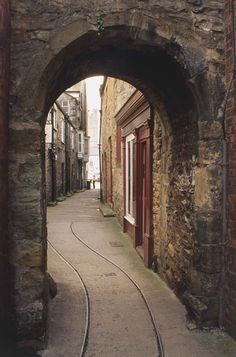 Monk's Wynd, Richmond, Yorkshire, England. Narrow winding streets.