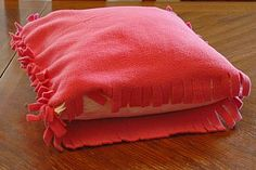 No Sew fleece pillow case-- has fringe all around. I should do this with a patterned or plain fleeceNo Sew fleece pillow case-- has fringe all around. I should do this with a patterned or plain fleece Fleece Crafts, Fleece Projects, Sewing Projects, Sewing Tips, No Sew Fleece Blanket, No Sew Blankets, Weighted Blanket, Tie Pillows, Sewing Pillows