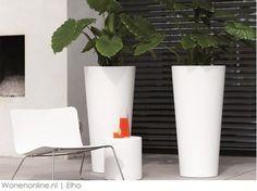 Geniet van de zomer met Elho Elho verrast mensen al 45 jaar lang met handgemaakte en kwalitatief goede producten voor uw interieur, terras en tuin. Het aanreiken van leuke ideeën om het huis nog leuker te maken staat daarbij centraal.