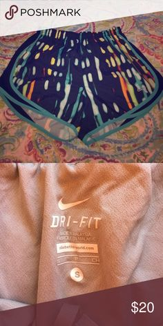 Nike Dri-Fit Shorts Never worn before. Lovely pattern. True to size. Nike Shorts