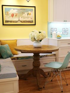 YELLOW BREAKFAST NOOK...Notice the great balloon print.  I need that print.