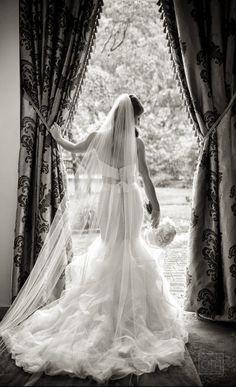 Photography: Sue Kessler/Christian Oth Studio - christianothstudio.com  Read More: http://www.stylemepretty.com/2015/02/25/elegant-spring-wedding-at-the-rockleigh/
