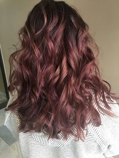 Are you looking for blonde balayage hair color For Fall and Summer? See our collection full of blonde balayage hair color For Fall and Summer and get inspired! Hair Color And Cut, Ombre Hair Color, Purple Hair, Hair Colour, Dark Pink Hair, Ombre Curly Hair, Curly Hair Styles, Ombré Hair, New Hair