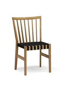 334 €  Die Moment Möbelserie von Ekdahls Möbler verbindet neues Möbeldesign mit traditionellen Formen. Alle Möbel dieser Kollektion werden aus massiver Eiche oder Birke hergestellt. Die Formgebung geht auf den dänischen Designer Tom Stepp zurück.