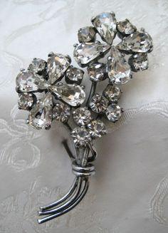 VINTAGE 1950s Silvertone & Diamante FLOWER Bouquet Brooch WEDDING? #Unbranded