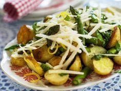 Spargelsalat mit gebratenen Kartoffeln, Parmesan und Zitronenzesten